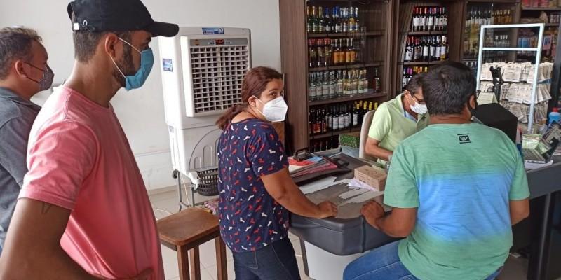 Em Santo Antônio dos Lopes prefeitura continua orientando comerciantes no combate a pandemia.