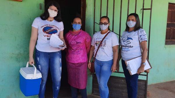 Idosos a partir de 90 anos já estão sendo vacinados contra Covid -19 em Santo Antônio dos Lopes.
